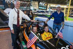 Kurt Busch und Ryan Hunter-Reay mit ROC-Präsident Fredrik Johnsson