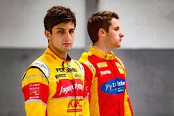 Mitch Evans, Campos Racing ve Jordan King, Racing Engineering fotoğraf çekimi için poz veriyor