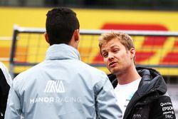 Pascal Wehrlein, Manor Racing y Nico Rosberg, Mercedes AMG F1 en el desfile de pilotos