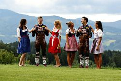 Daniel Ricciardo, Red Bull Racing, Max Verstappen, Red Bull Racing con las chicas Formula Una