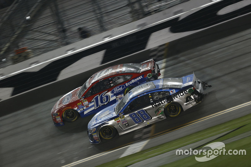Dale Earnhardt Jr., Hendrick Motorsports Chevrolet, Greg Biffle, Roush Fenway Racing Ford
