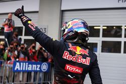 Max Verstappen, Red Bull Racing fête sa deuxième place dans le Parc Fermé