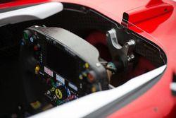 Sebastian Vettel, volante Ferrari SF16-H y cabina, apodado Margarita