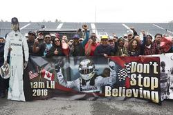 Une bannière de fans de Lewis Hamilton, Mercedes AMG F1