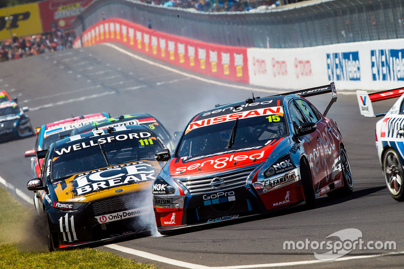 Chris Pither, Richie Stanaway, Super Black Racing Ford en Rick Kelly, Russell Ingall, Nissan Motorsp
