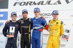 Podium: Sieger Egor Orudzhev, Arden Motorsport; 2. Rene Binder, Lotus; 3. Louis Deletraz, Fortec Mot