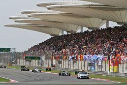 Nico Rosberg, Mercedes AMG F1 Team W07 führt hinter dem Safetycar