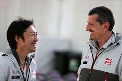 Ayao Komatsu, Haas F1 Team e Guenther Steiner, Team Principal Haas F1