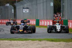 Max Verstappen, Scuderia Toro Rosso STR11 y Sergio Pérez, Sahara Force India F1 VJM09