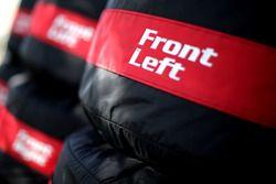 Renault Sport F1 Team, neumáticos Pirelli