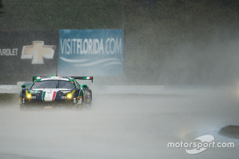 #8: Spirit of Race Ferrari von Peter Mann, Raffaele Giammaria und Matteo Cressoni