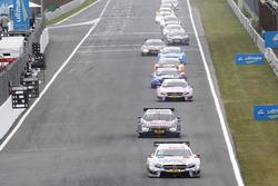 Robert Wickens, Mercedes-AMG Team HWA, Mercedes-AMG C63 DTM, en tête de la course