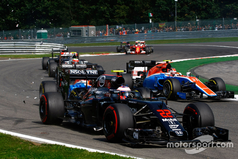 Jenson Button, McLaren MP4-31 is hit by Pascal Wehrlein, Manor Racing MRT05 at the start of the race