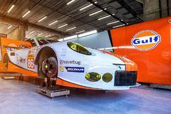 #86 Gulf Racing, Porsche 911 RSR: Michael Wainwright, Adam Carroll, Ben Barker