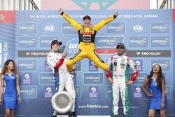 Podio: il vincitore della gara Tom Coronel, Roal Motorsport, Chevrolet RML Cruze TC1
