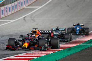 Max Verstappen, Red Bull Racing RB16B, Lance Stroll, Aston Martin AMR21, and Fernando Alonso, Alpine A521