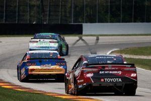 Bubba Wallace, 23XI Racing, Toyota Camry Dr. Pepper, Ricky Stenhouse Jr., JTG Daugherty Racing, Chevrolet Camaro Kroger/BallPark Buns & Rolls