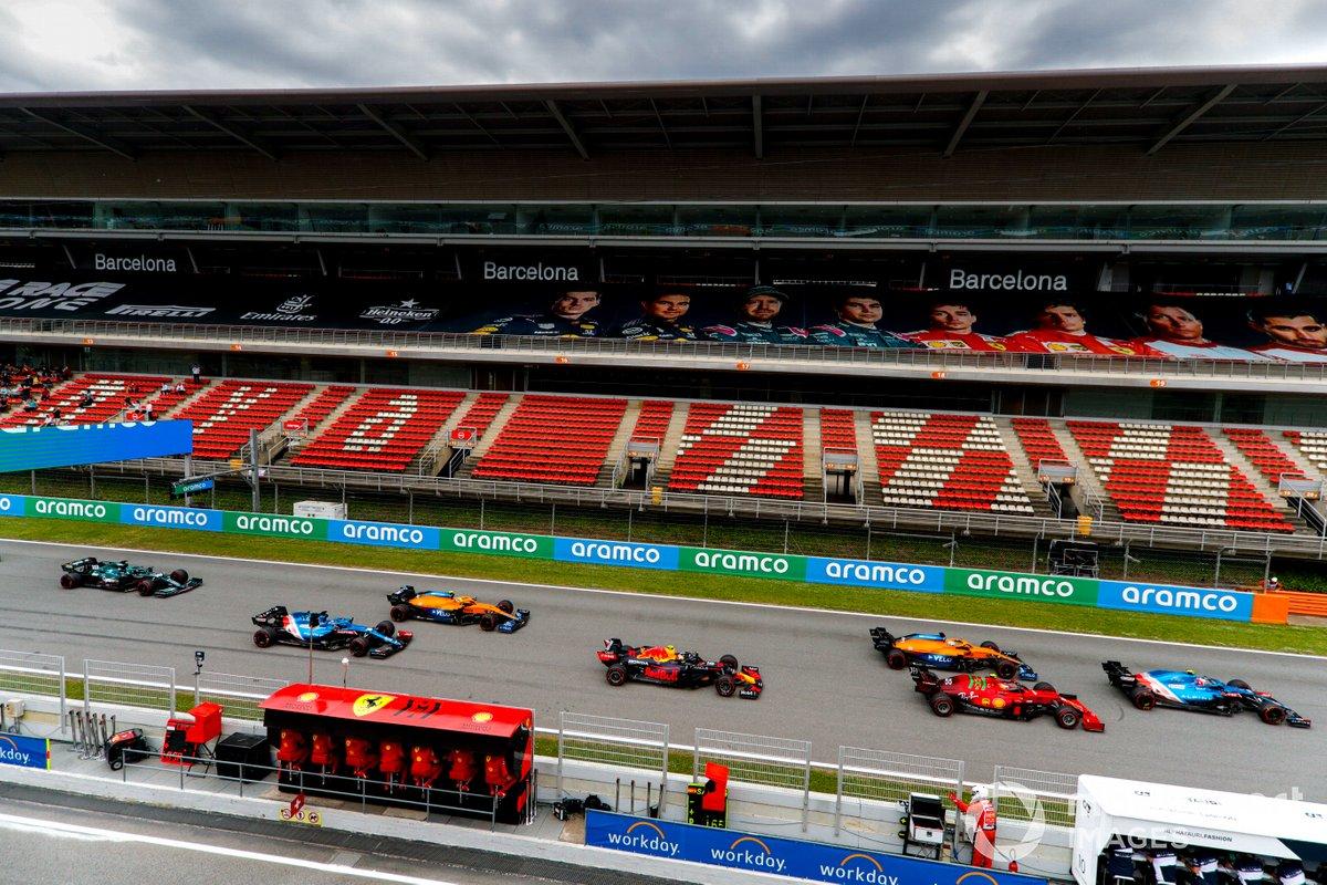 Esteban Ocon, Alpine A521, precede Charles Leclerc, Ferrari SF21, Daniel Ricciardo, McLaren MCL35M, Sergio Perez, Red Bull Racing RB16B, Lando Norris, McLaren MCL35M, Fernando Alonso, Alpine A521, and Lance Stroll, Aston Martin AMR21, at the start
