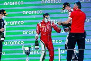 Podio: ganador Olli Caldwell, Prema Racing, tercer lugar Frederik Vesti, ART Grand Prix