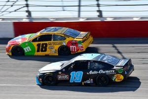 Kyle Busch, Joe Gibbs Racing, Toyota Camry M&M's, Martin Truex Jr., Joe Gibbs Racing, Toyota Camry Auto-Owners Insurance