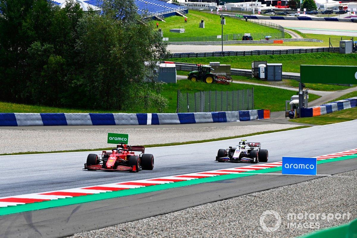 Charles Leclerc, Ferrari SF21, Mick Schumacher, Haas VF-21
