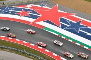 Kyle Busch, Joe Gibbs Racing, Toyota Camry M&M's Mix and Chase Elliott, Hendrick Motorsports, Chevrolet Camaro LLumar