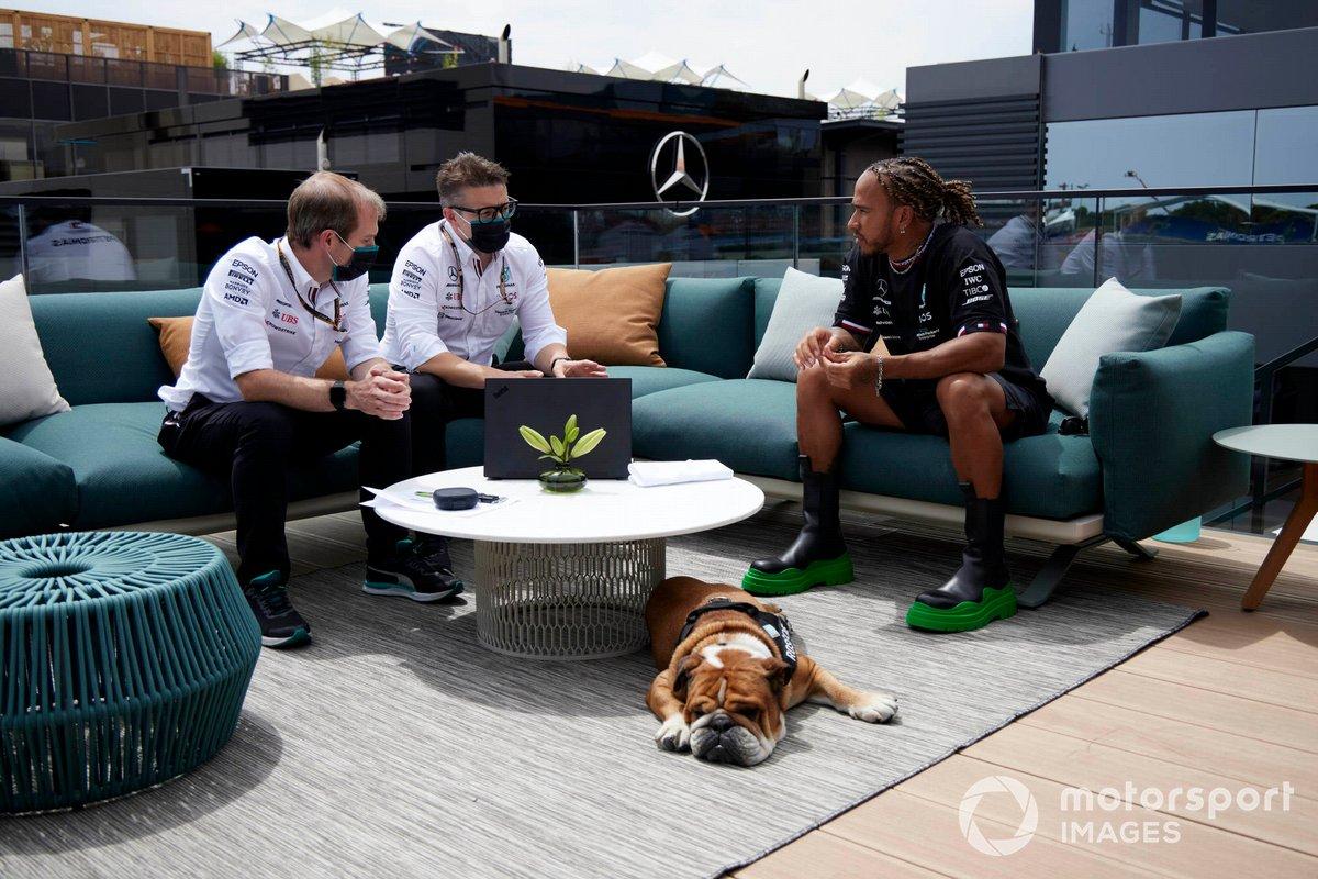 Lewis Hamilton, Mercedes, con Roscoe