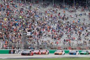 Start zum Quaker State 400 in Atlanta: Chase Elliott, Hendrick Motorsports, Chevrolet Camaro Adrenaline Shoc, führt