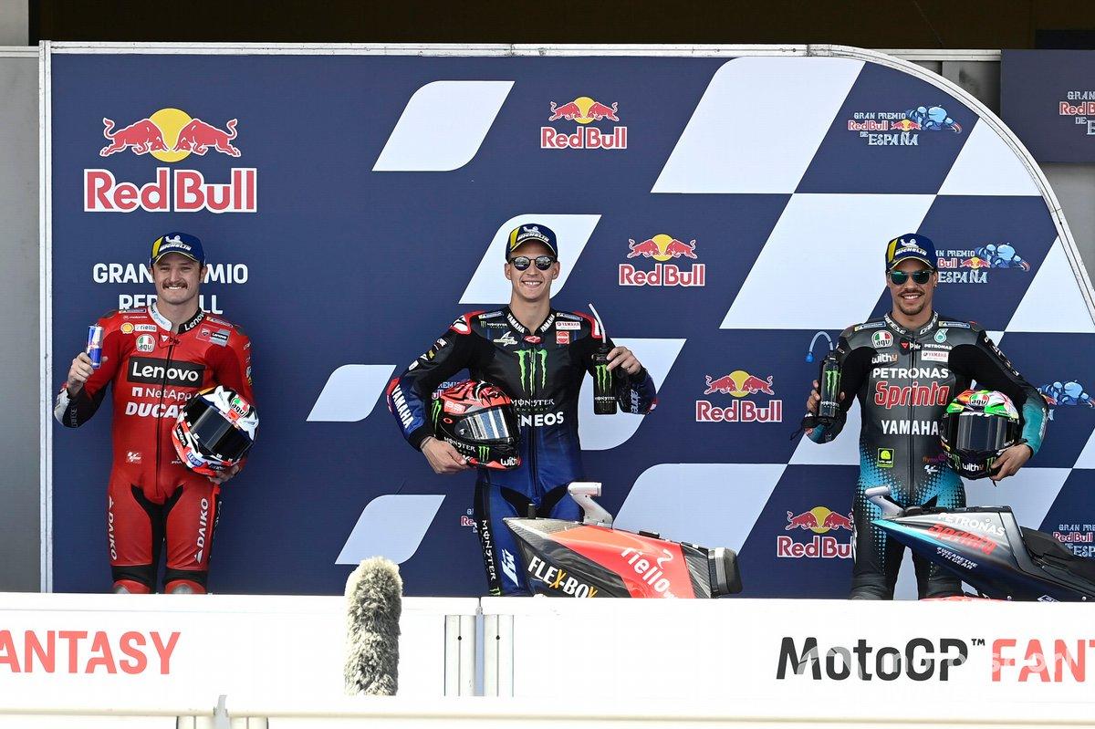 Top 3 tras la clasificación: Jack Miller, Ducati, ganador de la pole Fabio Quartararo, Yamaha Factory Racing, Franco Morbidelli, Petronas Yamaha SRT