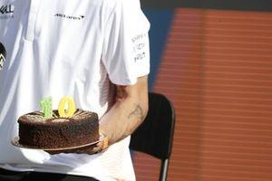 Daniel Ricciardo, McLaren with a cake