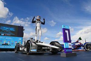 Ganador Edoardo Mortara, Venturi Racing, Silver Arrow 02 celebra