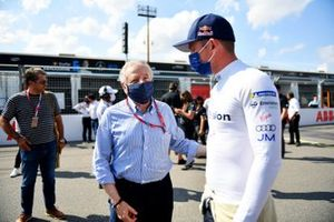 Jean Todt, FIA President, Nick Cassidy, Envision Virgin Racing, on the grid