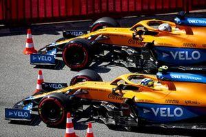 Lando Norris, McLaren MCL35M, en Daniel Ricciardo, McLaren MCL35M