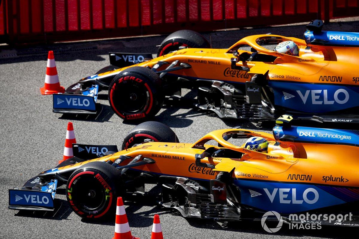 Lando Norris, McLaren MCL35M, e Daniel Ricciardo, McLaren MCL35M, in Parc Ferme dopo le qualifiche