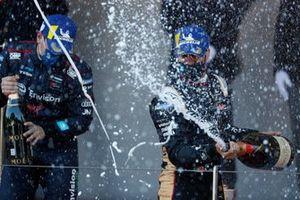 Antonio Felix Da Costa, DS Techeetah, primo classificato, spruzza champagne sul podio