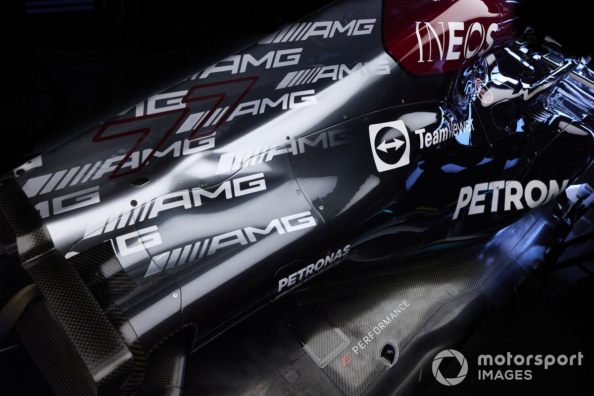 El coche de Valtteri Bottas, Mercedes W12, en el garaje