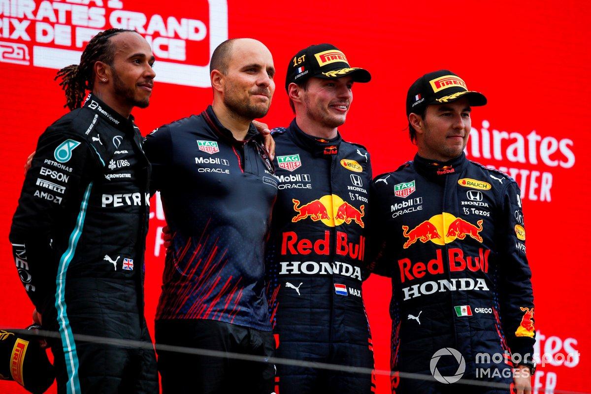 Podio: Gianpiero Lambiase, Ingeniero de carreras de Red Bull Racing, tercer lugar Sergio Pérez, Red Bull Racing, ganador de la carrera Max Verstappen, Red Bull Racing, segundo lugar Lewis Hamilton, Mercedes