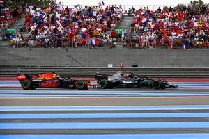Valtteri Bottas, Mercedes W12 en Max Verstappen, Red Bull Racing RB16B