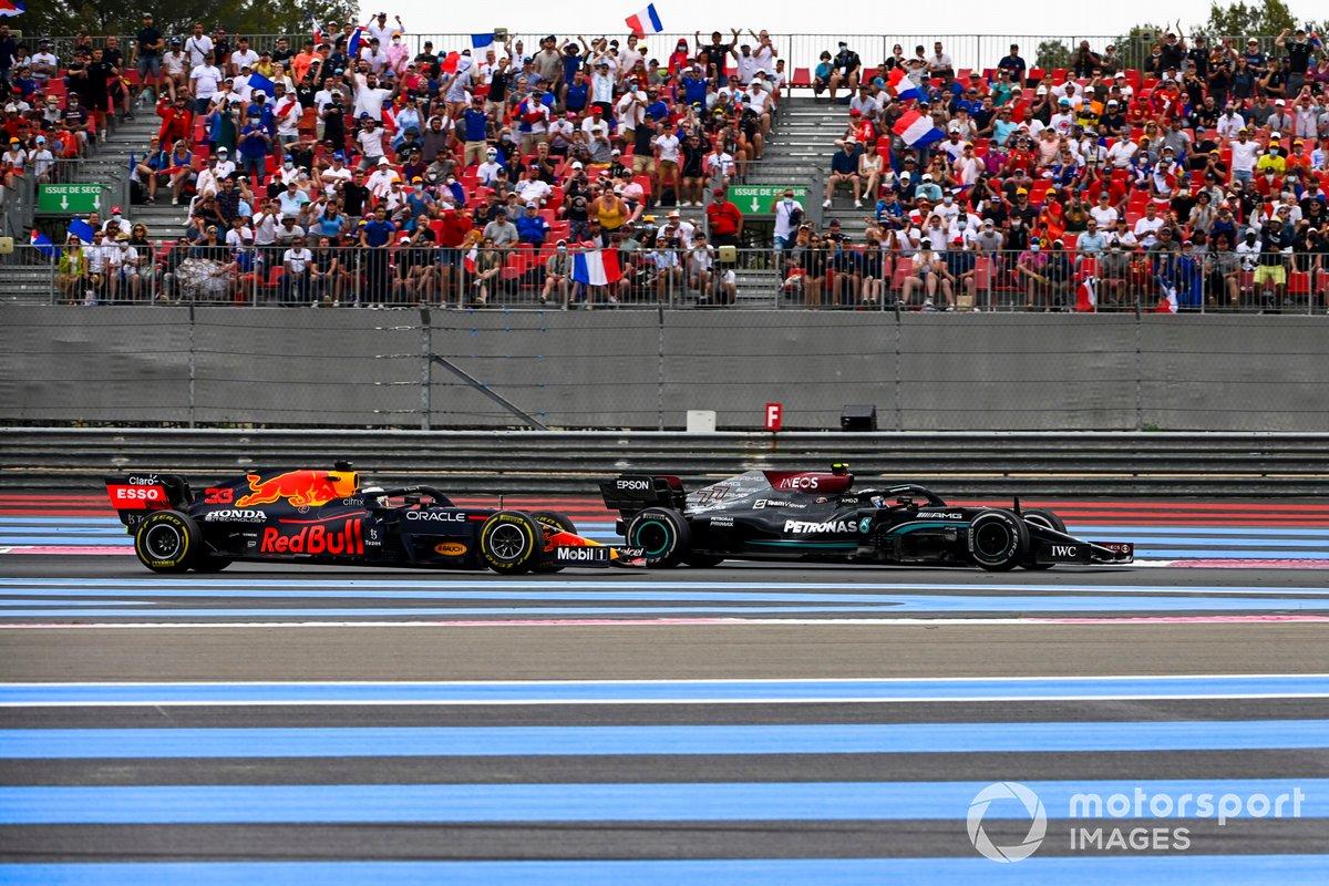 Valtteri Bottas, Mercedes W12 e Max Verstappen, Red Bull Racing RB16B