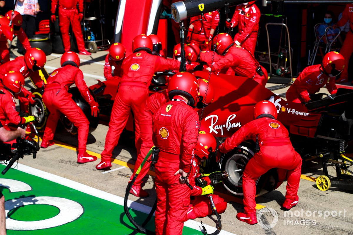 Charles Leclerc, Ferrari SF21, effettua un pit stop