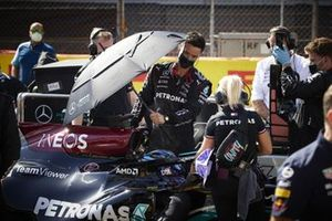 Lewis Hamilton, Mercedes, and Angela Cullen, Physio for Lewis Hamilton, on the grid