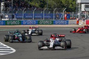 Kimi Raikkonen, Alfa Romeo Racing C41 , leadsLance Stroll, Aston Martin AMR21, and Antonio Giovinazzi, Alfa Romeo Racing C41, and Carlos Sainz Jr., Ferrari SF21