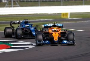 Lando Norris, McLaren MCL35M, Fernando Alonso, Alpine A521