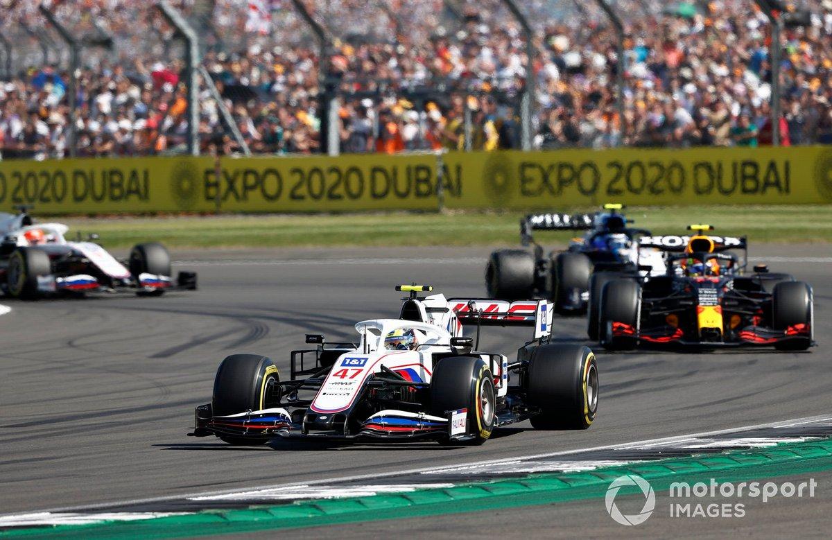 Mick Schumacher, Haas VF-21, Sergio Pérez, Red Bull Racing RB16B, Nicholas Latifi, Williams FW43B, Nikita Mazepin, Haas VF-21