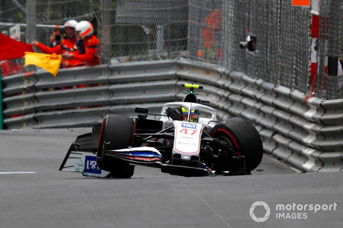 Mick Schumacher, Haas VF-21 choca en la FP3