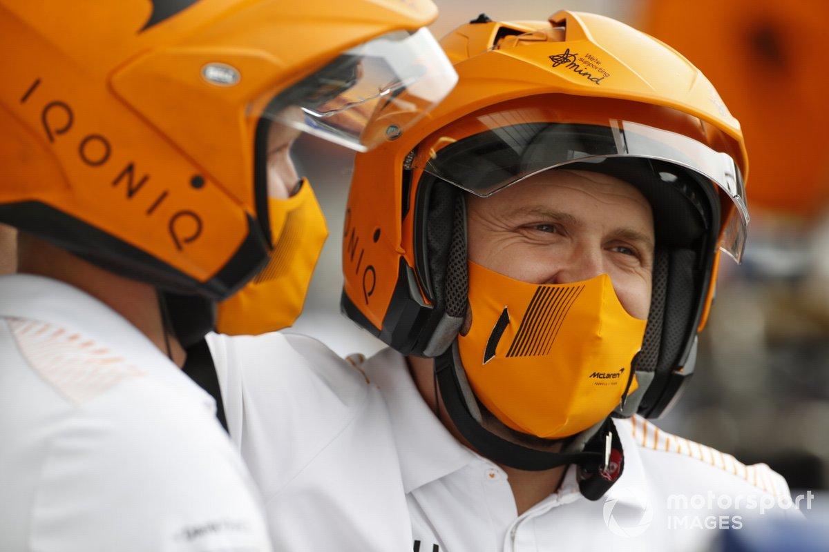 Equipo de boxes de McLaren