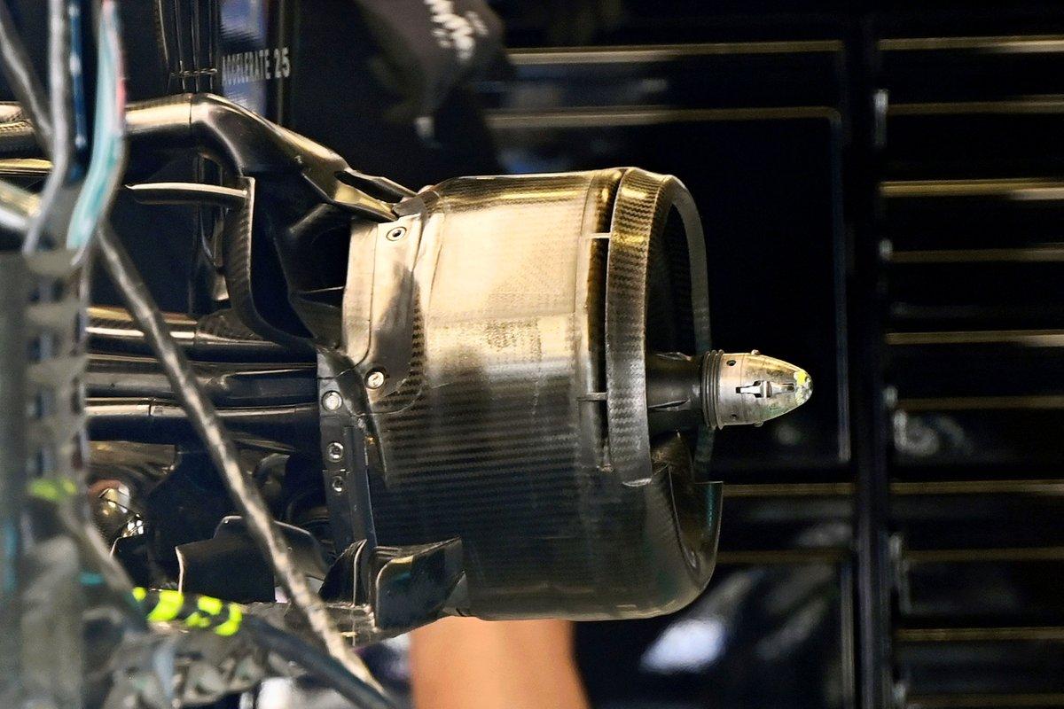 Узел крепления заднего колеса Mercedes F1 W12