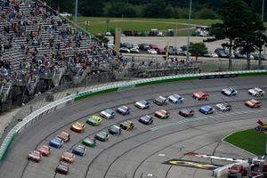 Start zum Quaker State 400 in Atlanta: Chase Elliott, Hendrick Motorsports, Chevrolet Camaro Adrenaline Shoc, Kyle Busch, Joe Gibbs Racing, Toyota Camry Skittles Gummies