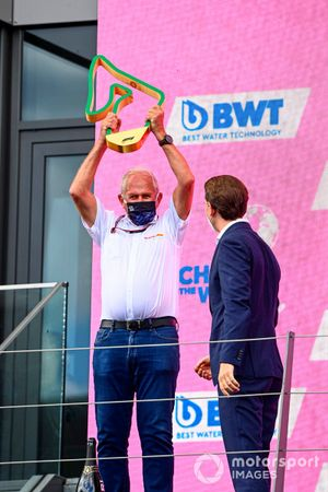 Helmut Marko, Consultant, Red Bull Racing, lifts the Constructors trophy