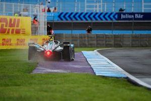 Sam Bird, Jaguar Racing, Jaguar I-TYPE 5, sort un peu large d'un virage